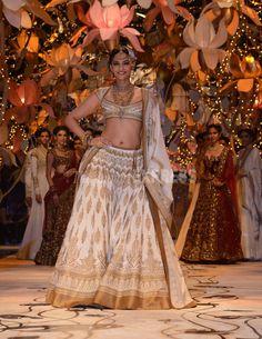 Sonam Kapoor in Rohit Bal's creation at IBFW 2013