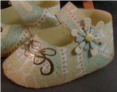 Baby Shoes Project diy ... http://www.quietfiredesign.com/Galleries/Projects/BabyShoesKim.htm#