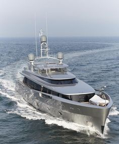 Luxury yacht COMO - front view