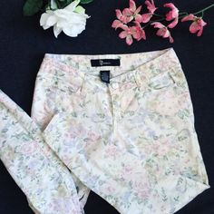 Light Wash Floral Jeans Waist (around): 30 inches  Length: 34 inches  Let me know if you have any questions! ✖️ Vintage Pants Straight Leg
