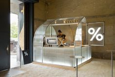 Coffee Kiosk - For this year's International Modern Arts Festival held in Kyoto, Japan, PUDDLE created a small-scale coffee kiosk with a design that takes u. Design Shop, Kiosk Design, Coffee Shop Design, Booth Design, Retail Design, Store Design, Signage Design, Design Design, Graphic Design