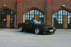 BMW E30 325i cabrio black