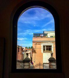 Finestra aperta sul mondo #window#rimini#ig_rimini#igersrimini#vivorimini#volgorimini#architecture#igersitalia#ig_italia#vivoitalia#volgoitalia#sky by _vanessagualtieri