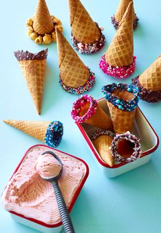 DIY Dipped Ice Cream Cones from www. - perfect way to jazz up an ice cream party this summer ( Gaby Cooking) Dips Ice Cream, Ice Cream Deserts, Protein Ice Cream, Ice Cream Day, Ice Cream Treats, Ice Cream Recipes, Gelato, Slow Cooker Desserts, Frozen Desserts
