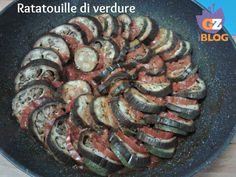 Come sapete adoro le verdure e questa Ratatouille di verdure è una gran bella ricetta,buona e molto scenografica. Prepararla è piacevole,come una gita in Provenza,regione della Francia da cui viene questo piatto nato povero (i contadini usavano i prodotti che coltivavano per sfamarsi). http://blog.giallozafferano.it/lacucinadimilena/ratatouille-di-verdure/