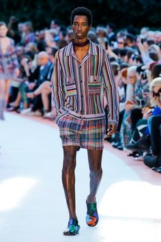 The complete Missoni Spring 2018 Ready-to-Wear fashion show now on Vogue Runway. Dope Fashion, Fashion 2018, Fashion Week, Fashion Trends, Milan Fashion, High Fashion, Missoni, 2 Piece Outfits, Fashion Show Collection