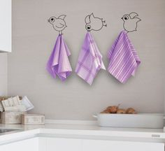 Cutest towel idea ever! Spray paint birds blue so they look like they are from Cinderella. Creative Wall Painting, Wall Painting Decor, Creative Walls, Diy Wall Art, Diy Wall Decor, Diy Home Decor, Wall Paintings, Wall Art Designs, Paint Designs