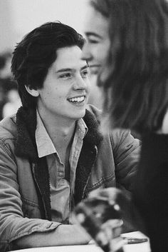 Cole for boys by girls cole sprouse riverdale c Dylan Sprouse, Pretty Little Liars, Cole Sprouse Wallpaper, Cole Spouse, Zack Y Cody, Cole Sprouse Jughead, Riverdale Cole Sprouse, Dylan And Cole, Celebs