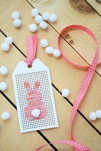 Embroidery Cross Stitches The Easter bunny peep is so adorable and super easy to whip up in no time with this free cross-stitch pattern. - The Easter bunny peep is so adorable and super easy to whip up in no time with this free cross-stitch pattern. Cross Stitch Thread, Cross Stitch Cards, Simple Cross Stitch, Cross Stitch Embroidery, Cross Stich Patterns Free, Cross Stitch Designs, Stitching On Paper, Cross Stitching, Embroidery Cards