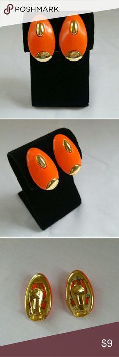 """??VTG Mod Orange & Gold Tone Elliptical Earrings?? These clip back oval earrings are three dimensional. Gold tone and Orange plastic from the 60s. Totally hippy chick and mod. Approximately 1 1/2"""" in length. There is some damage to the finish on the backs. Cross listed. This item is included in the 5 for $15 sale. Vintage Jewelry Earrings"""