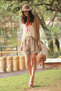 such a cute purse and LOVE THE OUTFIT