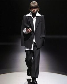 Men Fashion Show, Fashion Show Collection, Fashion News, Fashion Beauty, Mens Fashion, Valentino Men, Celebrity Style, Ready To Wear, Runway