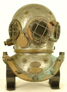 VINTAGE A.J. MORSE 1920's COMMERCIAL 3 LIGHT 12 BOLT ANTIQUE DIVING HELMET