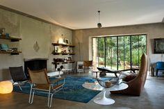 Bea Mombaers is a bed and breakfast in Knokke-le Zoute, one of the most fashionable seaside addresses in Belgium. Raw walls and stone floors serve as the perfect backdrop for the eclectic home obje...