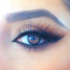 Love this neutral eye look.