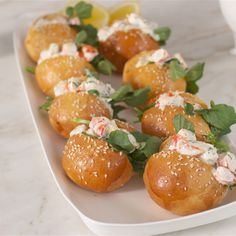 Try this Lemon Prawn Sliders recipe by Chef Donna Hay. This recipe is from the show a donna hay christmas. Chrismas Party Food, Xmas Food, Christmas Lunch, Christmas Cooking, Christmas Ideas, Christmas Recipes, Christmas Nibbles, Christmas Christmas, Lunch Snacks