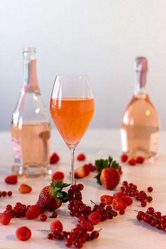 Roseeproseccosta syntyy kevään kuplivin cocktail! – Viinilehti Alcoholic Drinks, Cocktails, Irish Coffee, Lassi, Cocktail Shaker, Wine, Food, Craft Cocktails, Essen