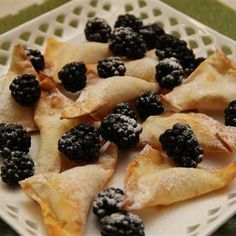 Wonton wrapper dessert popper Photo: FB I Love Philips Airfryer Page Wonton Wrapper Dessert, Wonton Wrappers, Phillips Air Fryer, Phyllo Dough, Air Frying, Air Fryer Recipes, Healthy Cooking, Sweet Recipes, Recipe Ideas