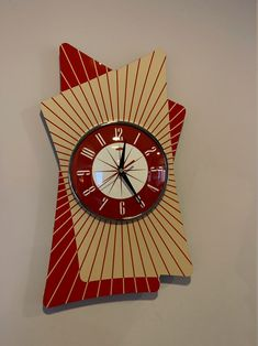 Large colour etched Lucite Formica Wall Clock from Royale - Midcentury Atomic Retro style in Crimson & Beige Mid Century Decor, Mid Century Style, Mid Century Modern Design, Wall Clock Hands, Red And White Kitchen, Retro Clock, Cool Clocks, Retro Home, Retro Design