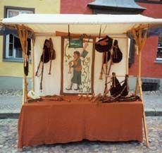 klipklap eco-friendly wooden market stall - Compact offer Market Stall Display, Market Stalls, Food Cart Design, Vendor Booth, Food Stall, Craft Show Displays, Stand Design, Mobile Marketing, Heart Sign