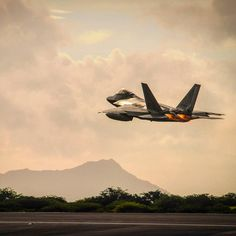 A Hawaii @AirNationalGuard #F22 Raptor takes off from Joint Base Pearl Harbor-Hickam #Hawaii Sept. 26 2015. The Raptors deployed to the U.S. Central Command area of responsibility. It was the first combat deployment for the 199th Fighter Squadron since it deployed to #SaudiArabia in 2000 to patrol the southern no-fly zone of #Iraq. U.S. Air National Guard photo by Airman 1st Class Robert Cabuco by deptofdefense