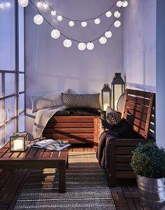 Gemütliche Abende am Balkon werden mit der richtigen Beleuchtung noch schöner - etwa mit unserer Deko für Lichterketten in verschiedenen Farben.