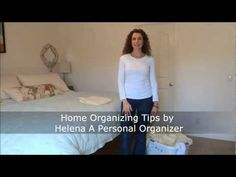 Fold fitted sheet easy to match and pile them neatly in your closet. Learn how to fold fitted sheet easy with Helena - A Personal Organizer. Dresser Organization, Linen Closet Organization, Home Organization Hacks, Organizing Tips, Organize Dresser, Folding Fitted Sheets, Personal Organizer, Easy Video, Great Videos
