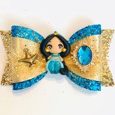 Princess Hair Bows, Girl Hair Bows, Girls Bows, Disney Jasmine, Disney Hair Bows, Princesa Jasmine, Bow Template, Handmade Hair Accessories, Polymer Clay Dolls