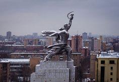 L'Ouvrier et la Kolkhozienne à Moscou