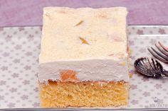 Hier findest du ein Rezeptklassiker: Fantakuchen mit Pfirischstückchen in Schmandcreme. Ein toller Kuchen für die Familie zur Einschulung oder Geburtstag.
