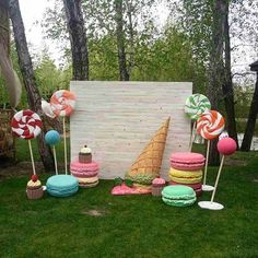 candyland Party Huge Cupcake Out Gingerbread Christmas Decor, Candy Land Christmas, Candy Christmas Decorations, Birthday Party Decorations, Christmas Diy, Party Themes, Candy Land Decorations, Candy Land Birthday Party Ideas, Carnival Birthday