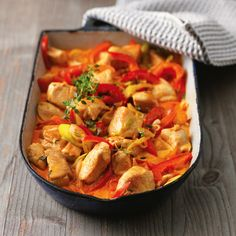 Hähnchengulasch mit Paprika Crunchy vegetables, tender chicken and a lot of flavor through two kinds of paprika powder. This combination ensures real goulash enjoyment. Recipes With Chicken And Peppers, Healthy Chicken Recipes, Cooking Recipes, Recipe Chicken, Meal Recipes, Cooking Time, Drink Recipes, Asian Recipes, Ethnic Recipes