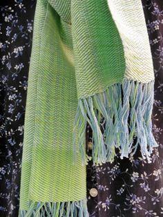 Fular, Tejido en Telar,  Hecho a mano, Algodón, Teñido a mano, Color Verde, Color Azul, Elegante, Original, Regalo único de SoulAndMade en Etsy