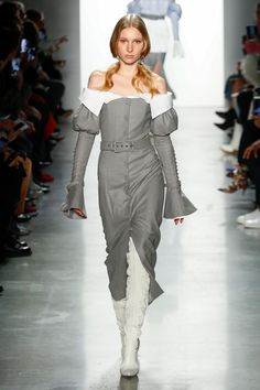 The complete Jonathan Simkhai Fall 2018 Ready-to-Wear fashion show now on Vogue Runway.