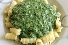 Spinat – Frischkäse – Soße Spinach cream cheese sauce, a great recipe from the Vegetarian category. Sauce Recipes, Paleo Recipes, Great Recipes, Cooking Recipes, Favorite Recipes, Drink Recipes, Law Carb, Cream Cheese Sauce, Tasty