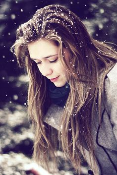 Snow photography best shoot and pose ideas 12 - Creative Maxx Ideas Snow Photography, Creative Photography, Portrait Photography, Photography Ideas, Photography Lighting, Levitation Photography, Exposure Photography, Abstract Photography, Art Photography Women