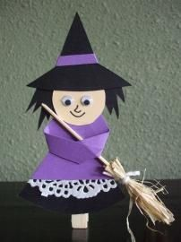 easy crafts halloween witch kids cutest witch I've ever seen Halloween Crafts For Kids, Diy Halloween Decorations, Halloween Kids, Holidays Halloween, Fairy Tale Crafts, Puppet Crafts, Art Plastique, Holiday Fun, Easy Crafts
