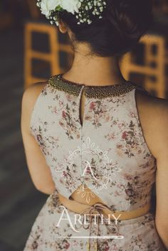 New Saree Blouse Designs, Choli Blouse Design, Blouse Designs Catalogue, Choli Designs, Fancy Blouse Designs, Designs For Dresses, Designer Party Wear Dresses, Stylish Blouse Design, Designer Blouse Patterns
