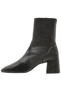 bestil Topshop MAX - Støvletter - black til kr 849,00 (26-10-16). Køb hos Zalando og få gratis levering.