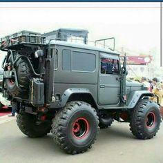 Like the antenna Beast on Wheels. Toyota FJ40