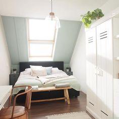 Vandaag mogen jullie op StijlvolStyling.com #binnenkijken bij mij thuis en vertel ik je over onze vernieuwde #slaapkamer. Laat je inspireren! (Link in profile)  #bedroom #interior #woood #koekahome #plants #natureinspired #wonen #interieur #flexa #earlydew #urbantaupe #freshlinen #mintgreen #woonblog #blogger #kleur #colorful #flexanl #white #interieurontwerper #stylist