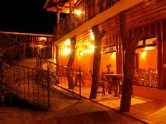Google Image Result for http://static.asiarooms.com/hotelphotos/laterooms/196417/gallery/monteverde-rustic-lodge-monteverde_241120091550457361.jpg