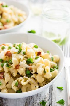 This One Pot Pea and Bacon Pasta recipe is super quick and easy to put together---even the pasta gets cooked right in the creamy sauce!