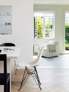 Old fishing cottage - architect Jonas Bjerre-Poulsen - one half of the Norm Architects Copenhagen duo. Interior Architecture, Interior Design, Fish House, Round Chair, Living Room Update, Kitchen Cabinet Colors, Eames Chairs, White Rooms, Classic Furniture