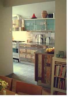 Recycled natural wood in the kitchen: charming