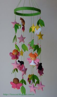 Felt mobile with fairies.  Movil del fieltro con hadas.
