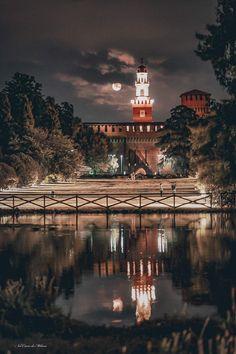 Milano, Big Ben, Spaces, Amazing, Building, Travel, Tourism, Viajes, Buildings