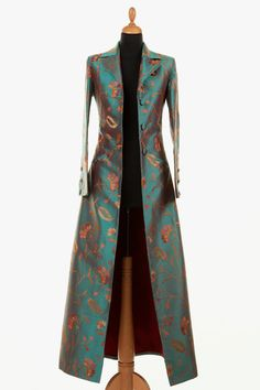 Best 12 My favourite! This is a stunning ankle length single breasted long silk coat. It is the same style as the Grace Coat with the half belt and revere collar, just longer. No vents. Slit pockets for the silk coat only. Batik Fashion, Hijab Fashion, Fashion Dresses, Look Fashion, Womens Fashion, Fashion Design, Fashion Trends, Fashion Coat, African Fashion