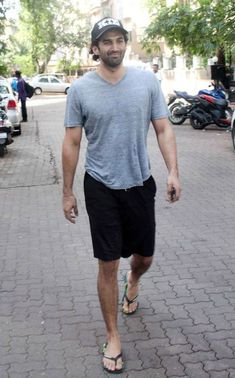 Aditya Roy Kapoor Wiki, Biography, Family, Age, Career & More — BollywoodQuest Mode Masculine, Roy Kapoor, Barefoot Men, Mens Flip Flops, Male Feet, Bearded Men, Hairy Men, Male Beauty, Sexy Feet