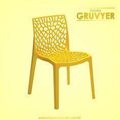 A cadeira Gruvyer de fabricação italiana feita com tecnologia Highgloop, que permite dar brilho intenso ao polipropileno. Indicada para uso residencial ou corporativo. Empilhável e fácil de limpar! #conceito